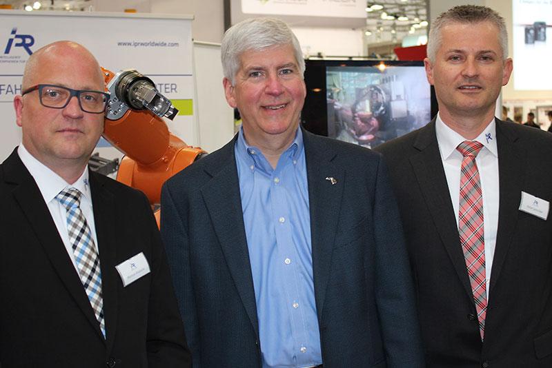 Gouverneur von Michigan zu Besuch bei IPR – Intelligente Peripherien für Roboter auf der Hannover Messe 2016